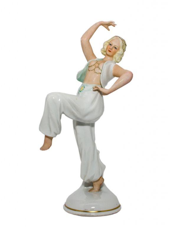 Танцовщица в шароварах